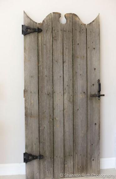 Antique Gate Natural